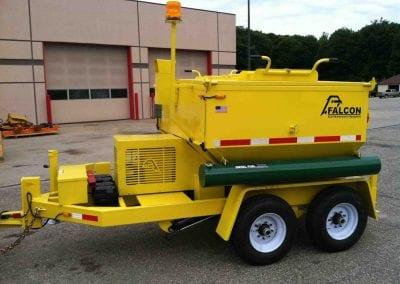 4_ton_asphalt_recycler_hot_box_trailer_with_warning_lights-e1466453785724